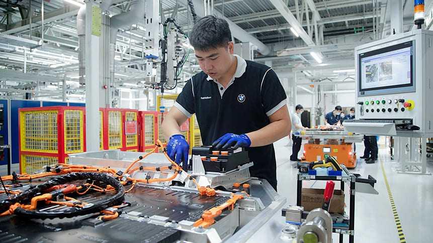Linia produkcyjna akumulatorów wysokonapięciowych do BWM