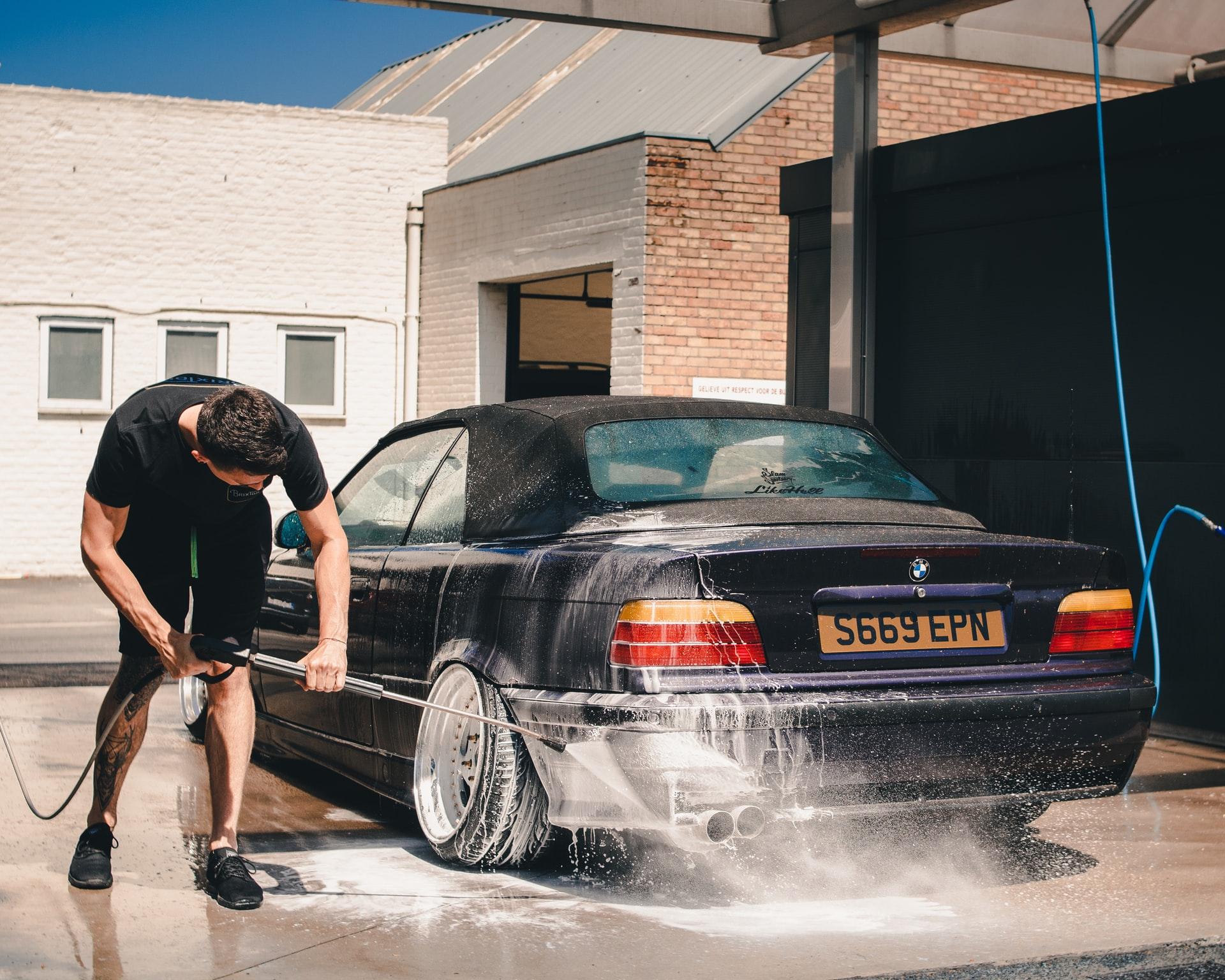 Jak myć auto na myjni bezdotykowej? 1