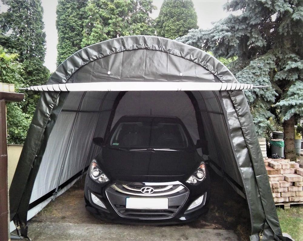 Wysoki namiot garażowy na podjeździe