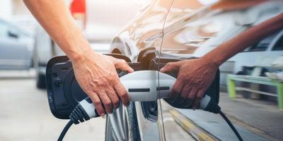 Podłączenie samochodu elektrycznego do ładowania
