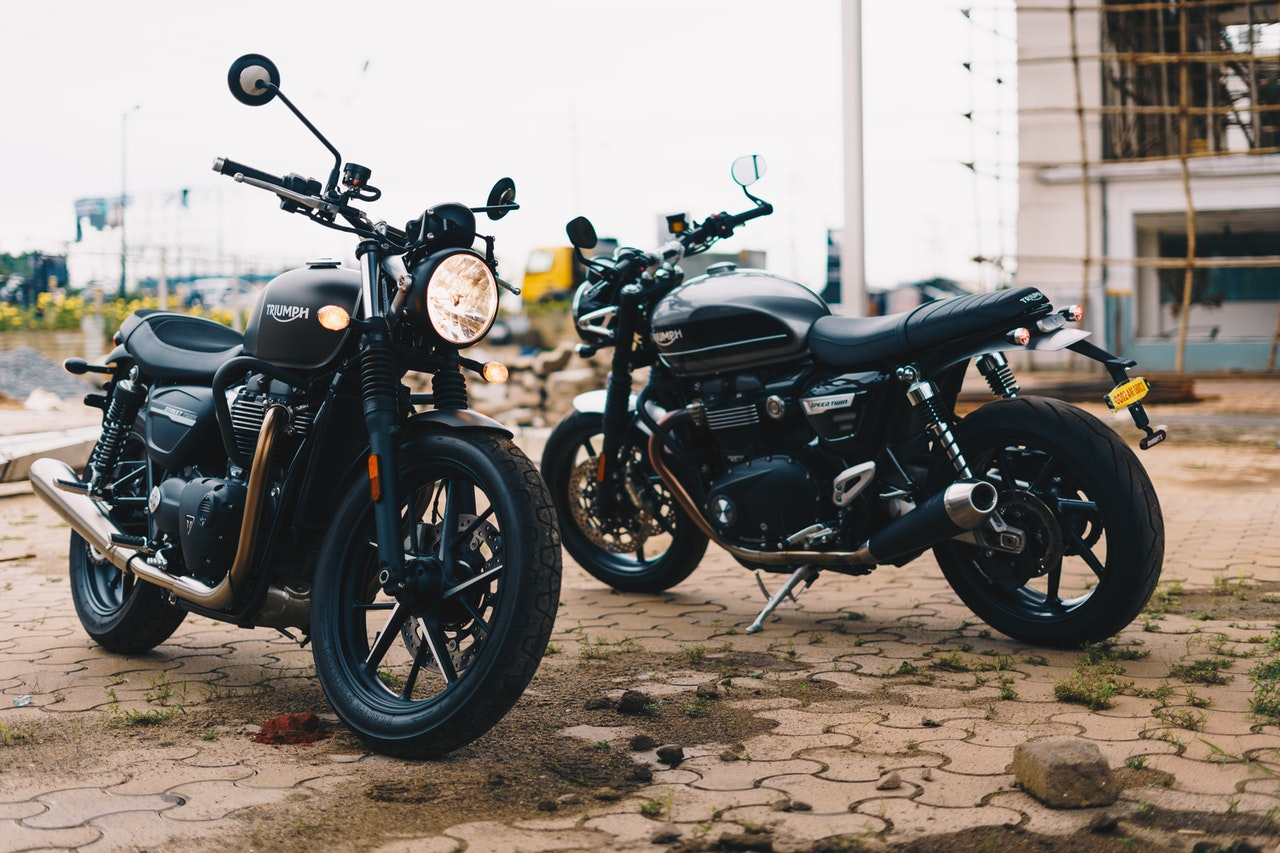 Dwa motocykle o pojemności 125 ccm